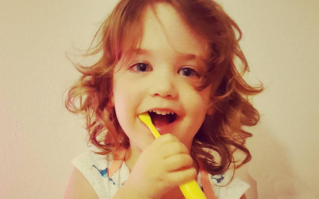 È davvero necessario usare il dentifricio?