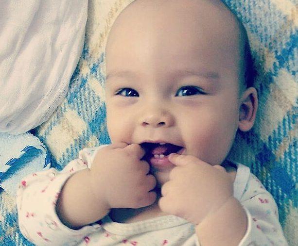 Cosa fare quando spuntano i primi dentini?